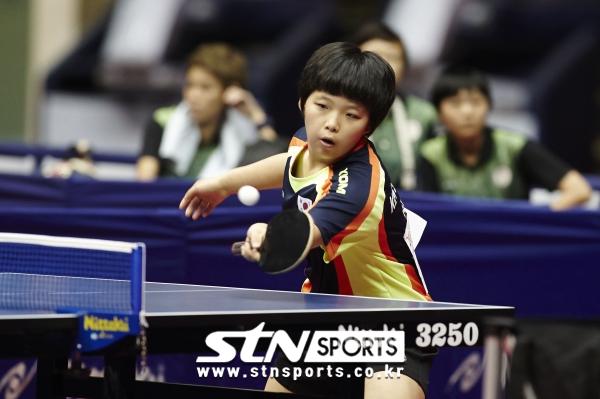 2015 대만 타오위안 아레나에서 열린 타오위안아시아태평양농아인경기대회 탁구 여자 단체전에서 김서영이 리시브를 하고 있다.