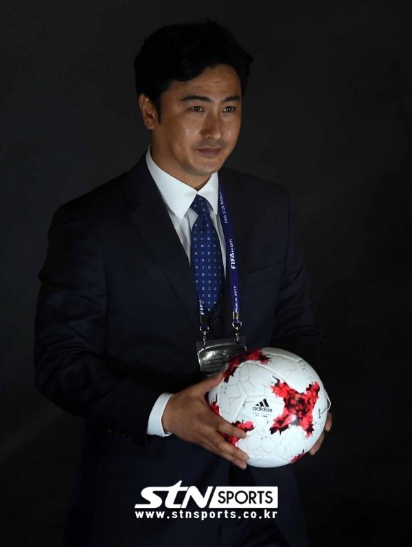 다양한 경험을 쌓으며 한국 축구에 이바지할 길을 찾고 있는 안정환