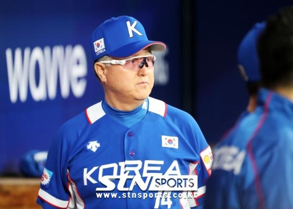 프리미어 12 대표팀 김경문 감독